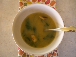 Miso Soup with Tofu and Baby Spinach -- Epicurean Vegan