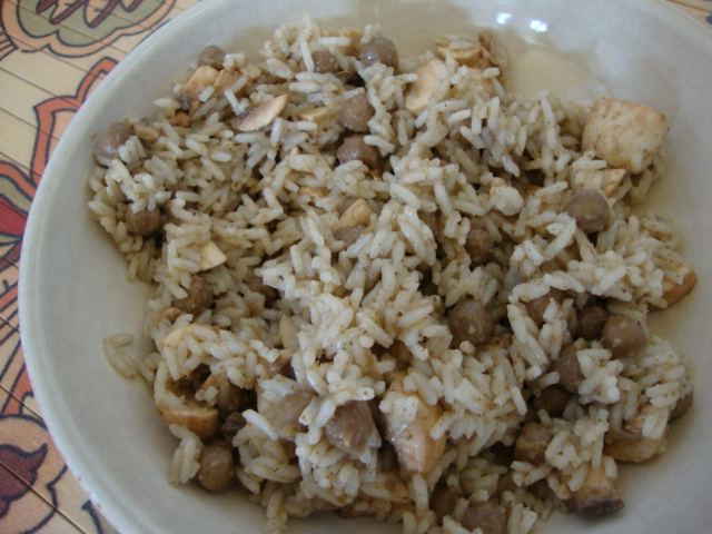 Quick and Easy Lunch: Chunky Chickpeas and Rice -- Epicurean Vegan