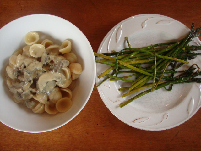 Cashew Alfredo & Roasted Asparagus -- Epicurean Vegan